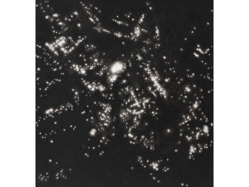 Rachel Maulwurf. Night raid in Hamburg. Pastel al carboncillo. Galería Livingston.