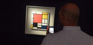 Composition avec grand plan rouge, jaune, noir, gris et bleu. 1918 et 1921.